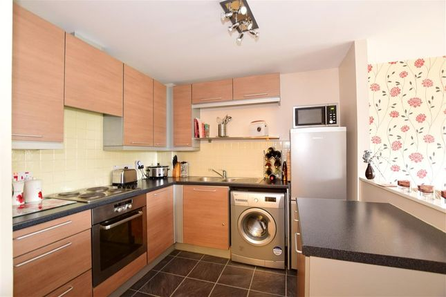 Thumbnail Flat for sale in Sandlewood Court, Maidstone, Kent