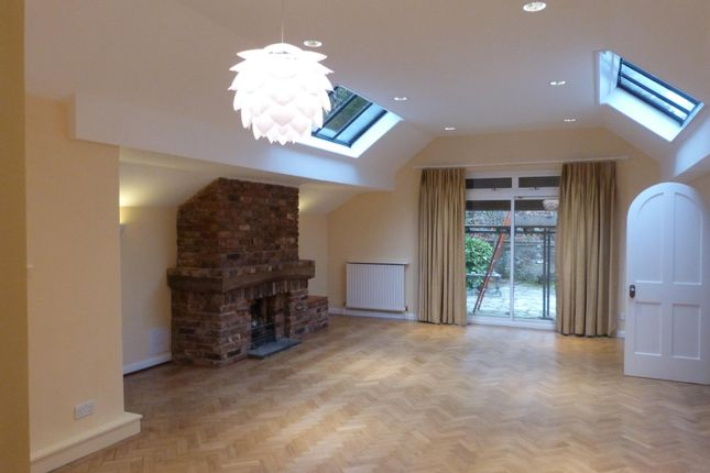 Thumbnail Bungalow to rent in Beacon Road West, Crowborough