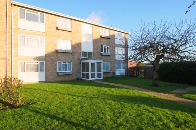 2 bed flat to rent in Gatefield Close, Walton On The Naze CO14