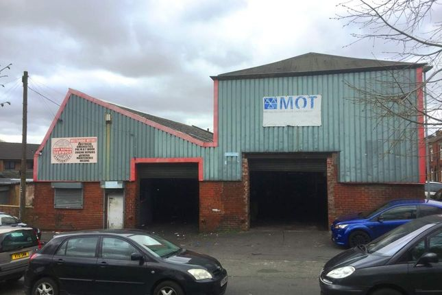 Thumbnail Parking/garage for sale in Oldham OL9, UK