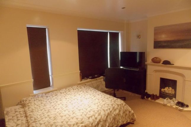 Thumbnail Terraced house to rent in Maygoods Green, Cowley, Uxbridge