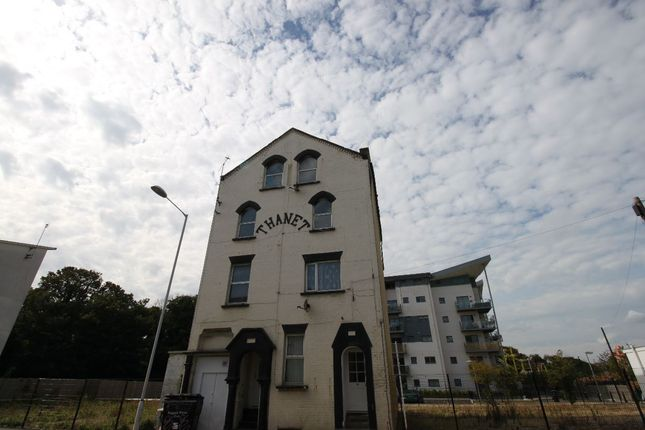 Thumbnail Flat to rent in Eaton Road, Margate