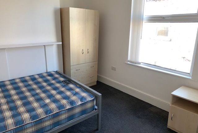 Bedroom 1 of Daisy Avenue, Manchester M13