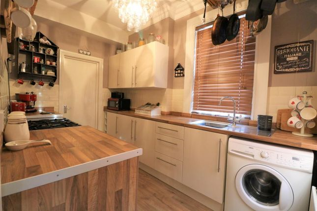 Thumbnail Flat for sale in Silverthorne, Camberley