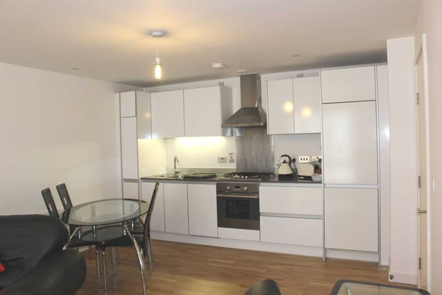 Thumbnail Flat to rent in Hunsaker, Chatham Place, Reading
