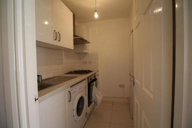Thumbnail Property to rent in Middleham Road, London