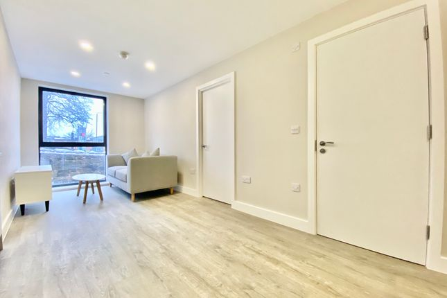 Thumbnail Flat for sale in Stonegate Road, Meanwood, Leeds
