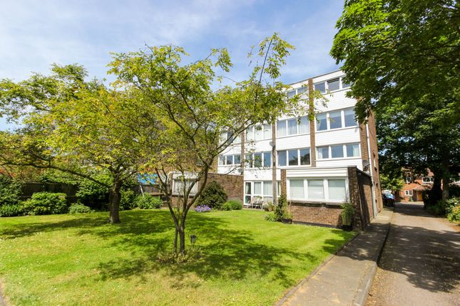 Thumbnail Flat for sale in Hazelwood House, Connaught Avenue, North Chingford