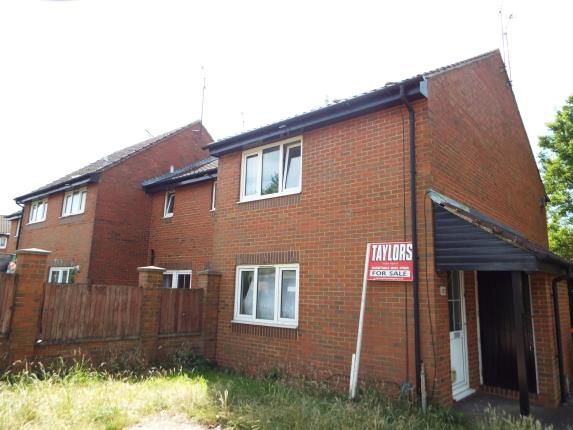 Thumbnail Maisonette for sale in New Woodfield Green, Dunstable, Bedfordshire, England