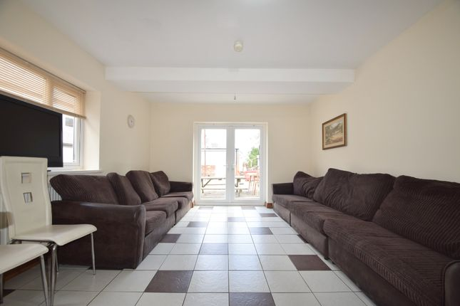 Thumbnail Terraced house to rent in Woodvile Road, Cardiff