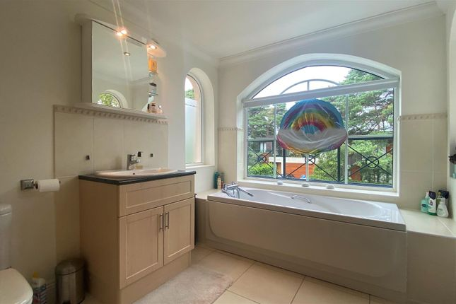 En Suite of Inverness Road, Canford Cliffs, Poole BH13