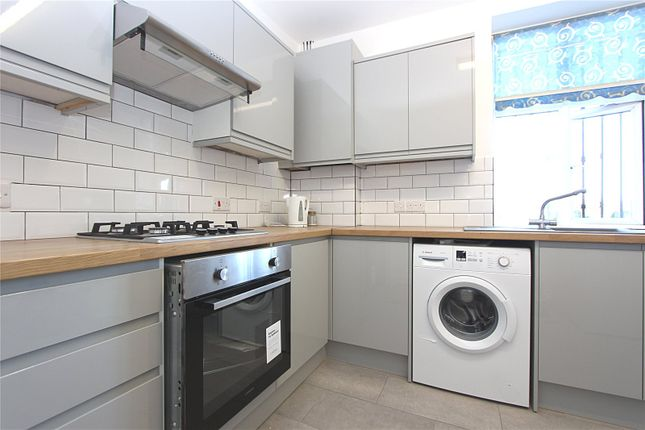4 bed flat to rent in Green Lanes, Palmers Green, London