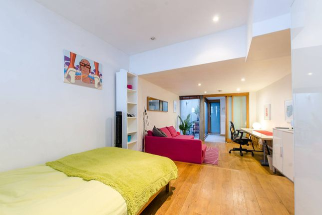 Thumbnail Terraced house for sale in Globe Road, Bethnal Green, London