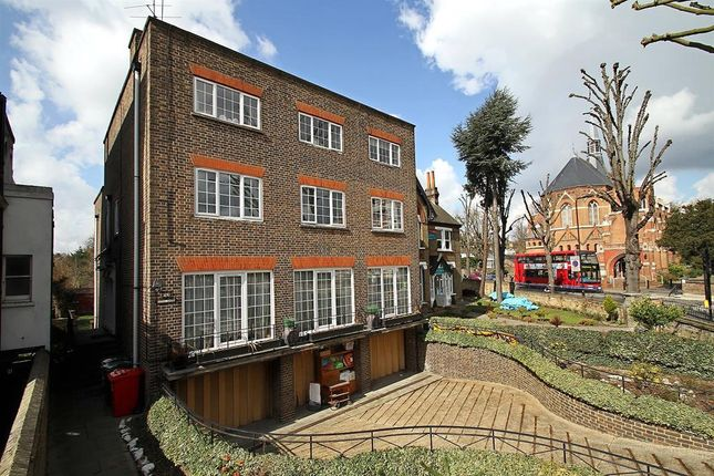 Thumbnail Detached house for sale in Haven Green, London