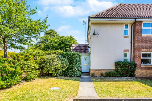 Thumbnail Property to rent in Donaldson Way, Woodley, Reading