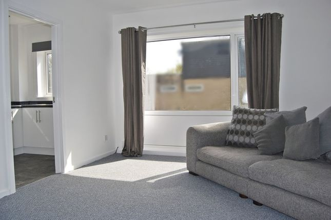 Thumbnail Flat to rent in Farncombe Close, Wythenshawe, Manchester