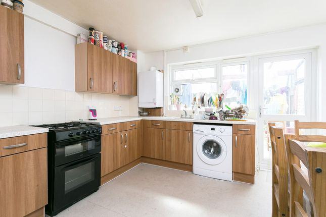 Thumbnail Town house to rent in Union Drive, Mile End, London