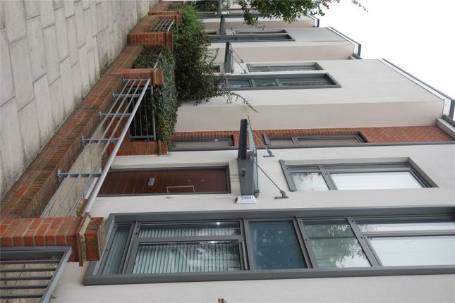 Picture No. 08 of Elbe Street, Fulham, London SW6