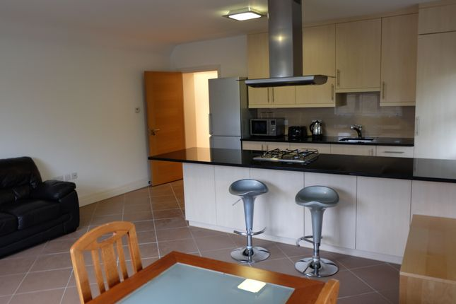 2 bed flat to rent in Amherst Road, London