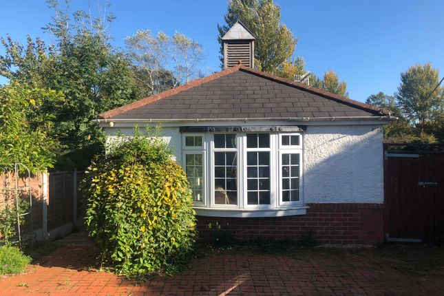 Thumbnail Detached bungalow to rent in Worcester Road, Low Hill, Kidderminster