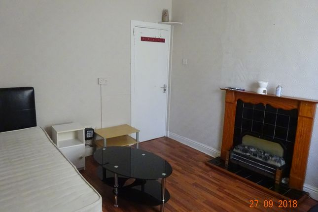 Thumbnail Flat to rent in 21 Wickham Street, Beeston, Leeds