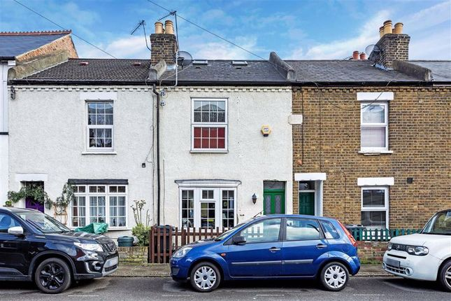 Thumbnail Flat to rent in Braemar Road, Brentford