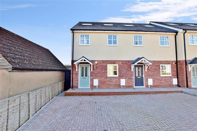End terrace house to rent in Kent, Rochester, Kent