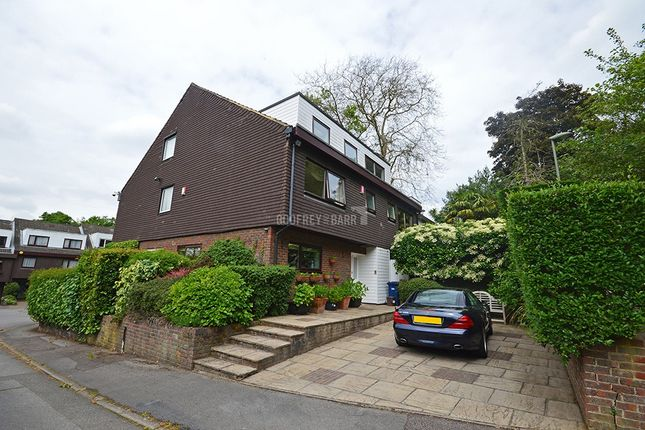Thumbnail Semi-detached house for sale in Vineries Bank, London