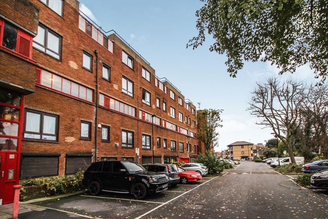 Thumbnail Flat for sale in The Sandlings, Wood Green