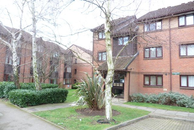Thumbnail Flat for sale in Pavillion Way, Edgware