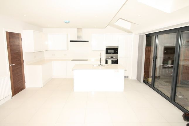 Thumbnail Semi-detached house to rent in Chiltern Avenue, Bushey