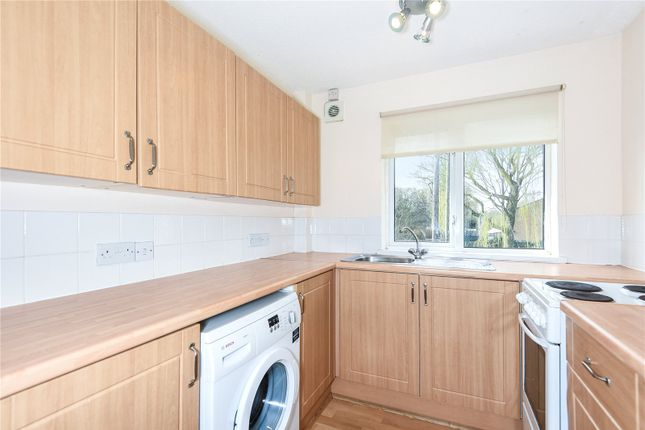 Thumbnail Flat to rent in Harts Close, Kidlington