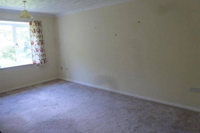Thumbnail Flat for sale in East Street, Havant, Hampshire