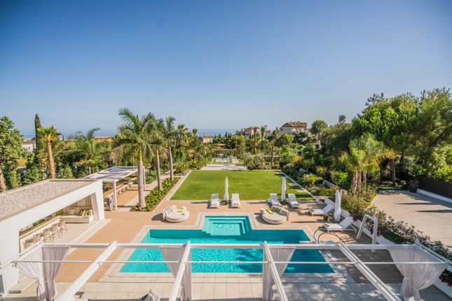 Thumbnail Villa for sale in Cascada De Camojan, Marbella, Malaga, Spain