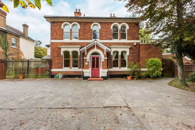 Thumbnail Detached house to rent in Bath Road, Taplow, Maidenhead