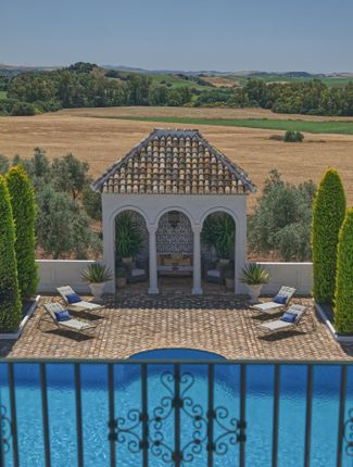 Thumbnail Hotel/guest house for sale in Montellano, Andalucia, Spain