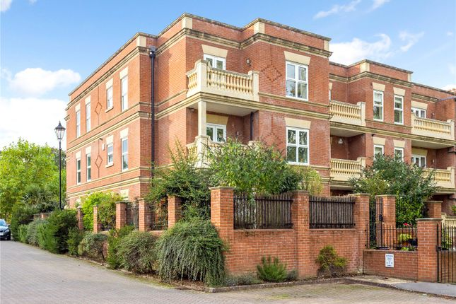 3 bed flat for sale in Franklin Court, Wormley, Godalming, Surrey GU8
