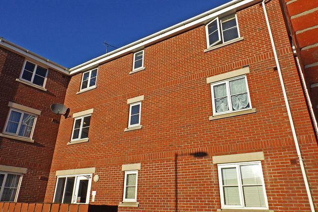 Thumbnail Flat for sale in Evans Court, Halstead