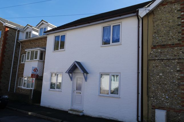 2 bedroom maisonette to rent in South Street, Ventnor