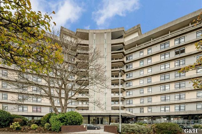 Thumbnail Flat for sale in The Panorama, Ashford, Kent