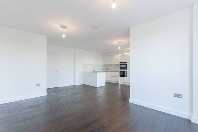 Thumbnail Flat to rent in Chobham Manor, Stratford