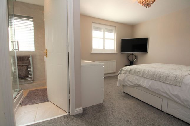 Maste Rbedroom of Glenwood Close, Radcliffe, Manchester M26