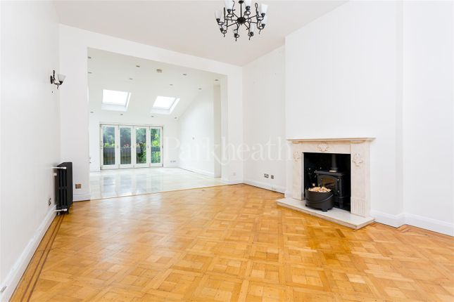 Thumbnail Flat to rent in Lymington Road, London