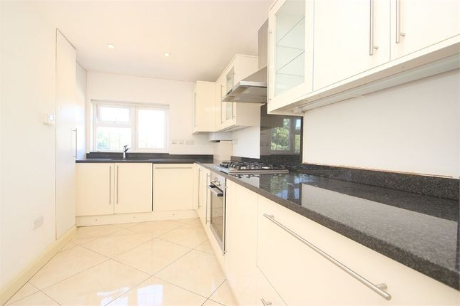 Thumbnail Flat to rent in High Street, Burnham, Buckinghamshire