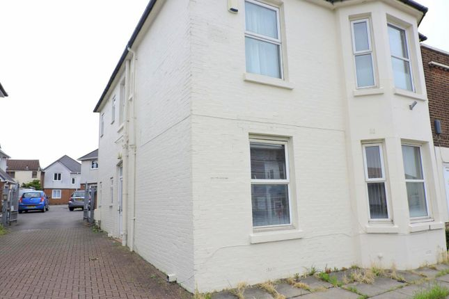 Thumbnail Room to rent in West Street, Fareham