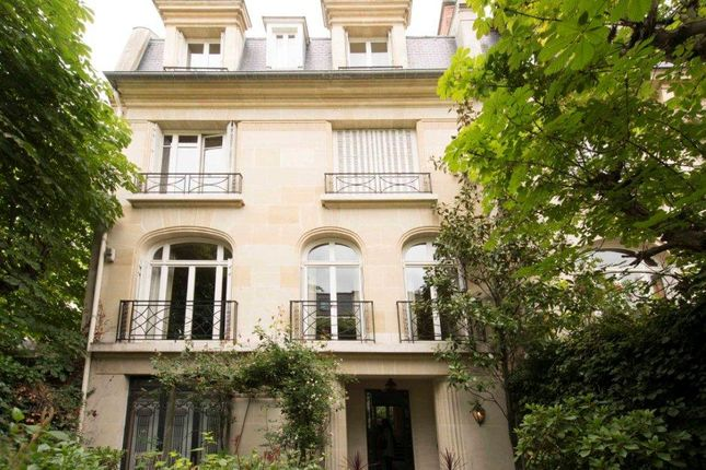 Thumbnail Property for sale in Neuilly Sur Seine, Paris, France