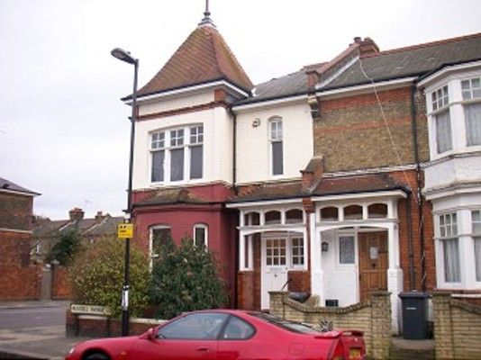 Thumbnail Property to rent in Russell Avenue, London