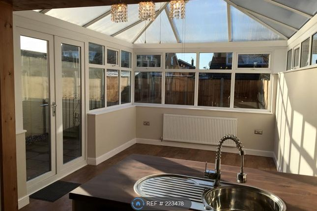 3 bed semi-detached house to rent in Beaumont Close, Crewe