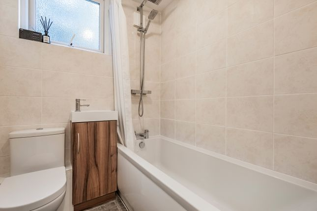 Bathroom of Beecroft Road, London SE4