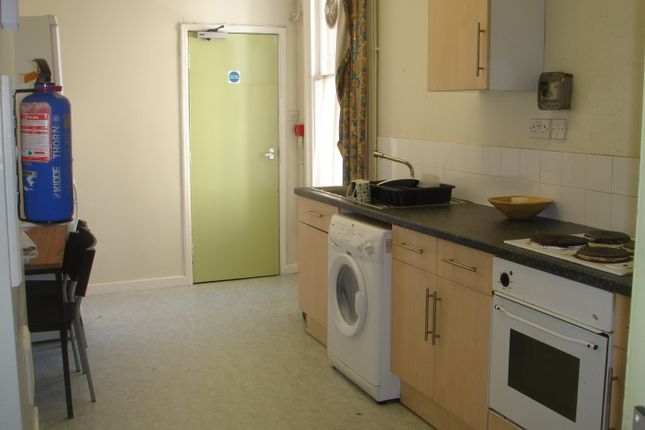 Thumbnail Property to rent in Kelso Road, Leeds